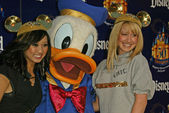 Brenda Strong, Donald Duck and Ashley Tisdale — Stock Photo