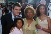 Alfre Woodard and family at the Star Wars, Revenge Of The Sith Los Angeles Premiere, Mann Village, Westwod, CA 05-12-05 — Stock Photo