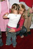 Donna D'Errico with children — Stockfoto