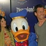 Teri Hatcher, Donald Duck and Jamie Denton — Stock Photo #16753515