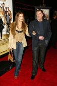 Kelly preston a john travolta v být cool světovou premiéru, graumans čínské divadlo, hollywood, ca 02-14-05 — Stock fotografie