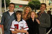 John schneider en familie — Stockfoto