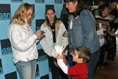 LeAnn Rimes greets fans — Stock Photo