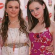 ������, ������: Amber Tamblyn and Alexis Bledel