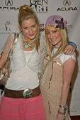 Shelly Bruckner and Ashley Tisdale — Stock Photo
