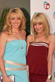 Jennifer Tisdale and Ashley Tisdale — Stock Photo