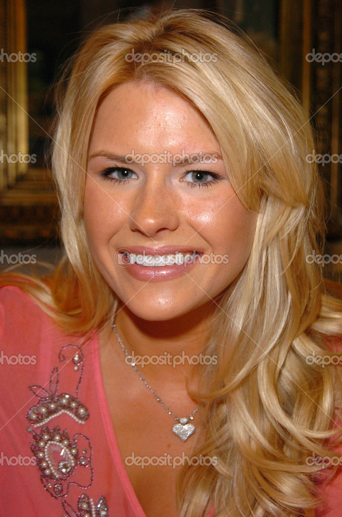 Annelie johnson på bänken warmers privat autograf undertecknandet – Redaktionell stockfotografi - depositphotos_17116045-Ashlie-Johnson