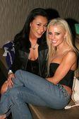 Alura Even and Tawny Roberts — Stock Photo