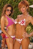 Memorial Day Pool Party with Kerri Kasem — Stock Photo