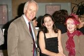 Mike Farrell, Paula Cale and Shelley Fabares — Stock Photo
