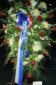 A wreath of flowers and fan tributes to former President Ronald Reagan — Stock Photo