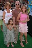 Michael Chiklis and family — Stock Photo