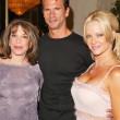 Barbara Moore and Lorenzo Lamas — Foto de Stock