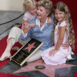 Patty Duke and granddaughters Elizabeth and Alexandra — Stockfoto #17235345
