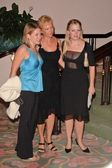 Melissa Joan Hart with her mom and sister — Stock Photo