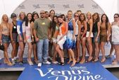 Cris Judd, Shannon Knopke, Molly Sims and contestants — Stock Photo