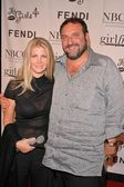 Joel Silver and wife — Stock Photo