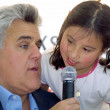 Jay Leno reads his book to children — Stock Photo