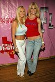 Katie Lohmann and Candi Jones — Stock Photo