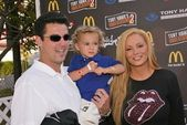 Guy Starkman, son Nicholas Isaac and Cindy Margolis — Stock Photo