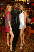 Molly Sims, Snoop Dogg and contest winner Samantha Thomas — Stock Photo