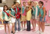 Nicole Richie and Girlscout Troop — Stock Photo