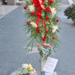 A wreath of flowers and fan tributes to actress Janet Leigh on her Hollywood Walk of Fame Star on Vine Street — Stock Photo