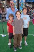 Miguel ferrer ve çocuklar — Stok fotoğraf