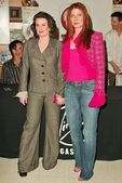 Megan mullally y debra messing — Foto de Stock