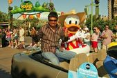 George Lopez and Donald Duck — Stock Photo
