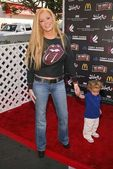 Cindy Margolis and son Nicholas Isaac — Stock Photo