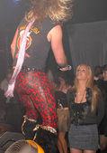 Cindy Margolis sings heavy metal — Stock Photo