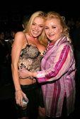 Lori Metcalf and Karyn Margolis — Stock Photo