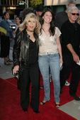 Nancy Sinatra and daughter AJ — Stock Photo