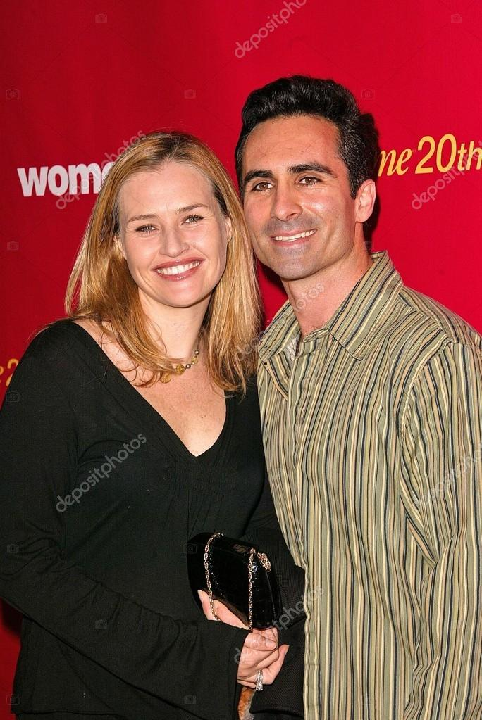 Nestor Carbonell and wife