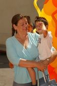 Camryn Manheim and son Milo — Zdjęcie stockowe