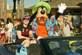 Kelly Osbourne and Goofy — Stock Photo