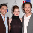 Anson Mount, Anne Hathaway and Oliver Hudson — Stock Photo