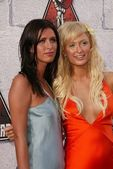 Nicky Hilton and Paris Hilton — Stock Photo