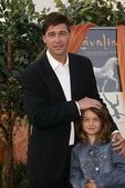 Kyle Chandler and daughter Sydney — Stock Photo