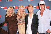 Linda Hogan and Brooke Hogan with Nick Hogan and Hulk Hogan — Stock Photo