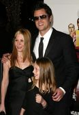 Johnny Knoxville and Family — Stock Photo
