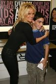 Pamela Anderson In Store Appearance — Stock Photo