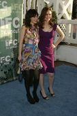 Zooey Deschanel and Emily Deschanel at IFCs Independent Spirit Awards After Party. Shutters on the Beach, Santa Monica, CA. 03-04-06 — Stock Photo
