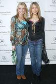 Courtney peldon e ashley peldon arrivando alla mercedes-benz, caduta di moda di Los Angeles 2006 giorno della settimana 3. Smashbox, culver city, ca. 21/03/06 — Foto Stock
