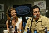 Rachel perry et adam carolla à un enregistrement live de l'émission de radio adam carolla. barre de fantôme, hôtel palms, las vegas, nv. 09/03/06 — Photo