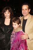 Brooke Adams, Tony Shalhoub and daughter Sophie — Stock Photo