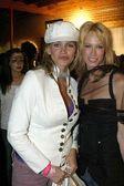 Natasha Henstridge and friend — Stock Photo
