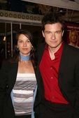 Jason Bateman and wife Amanda — Stock Photo