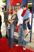 Natasha Henstridge, Liam Waite and kids — Stock Photo